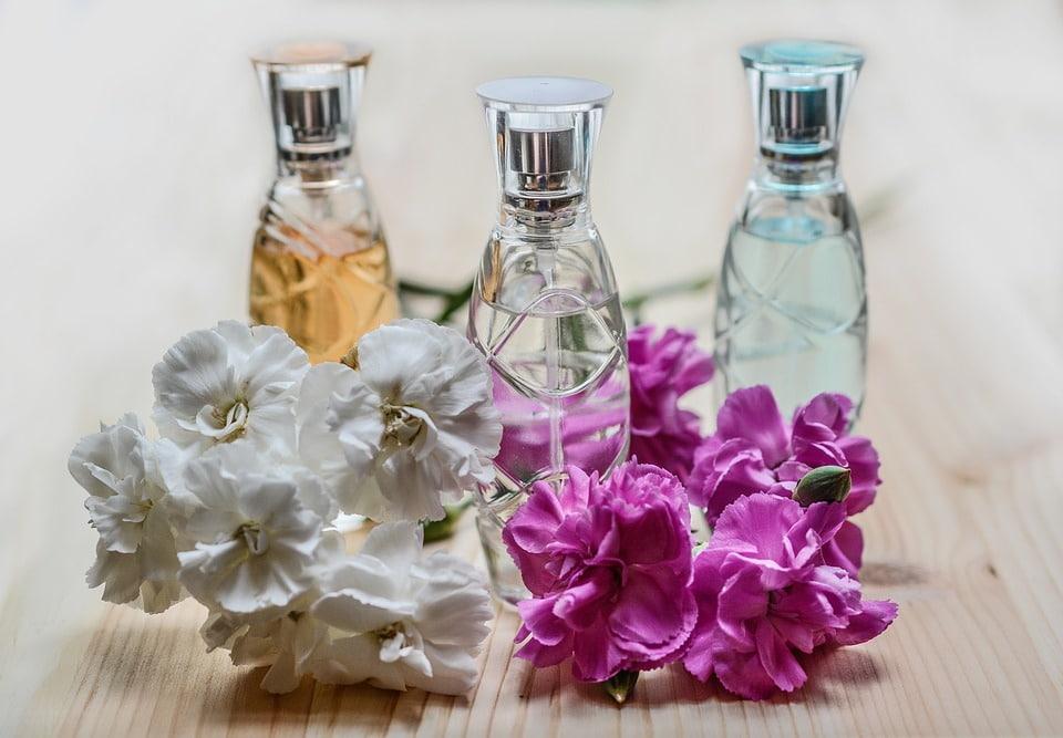 تصویری از عطر با رایحههای مختلف