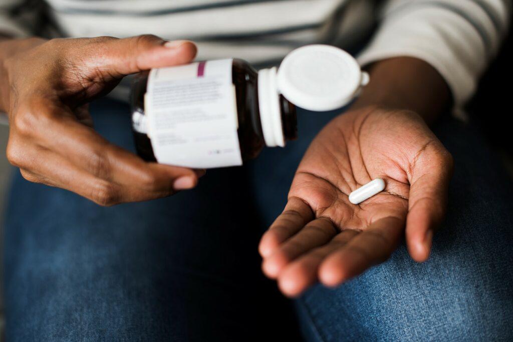 چه مقدار باید از آرژنین مصرف کرد و آیا دارای عوارض جانبی است؟