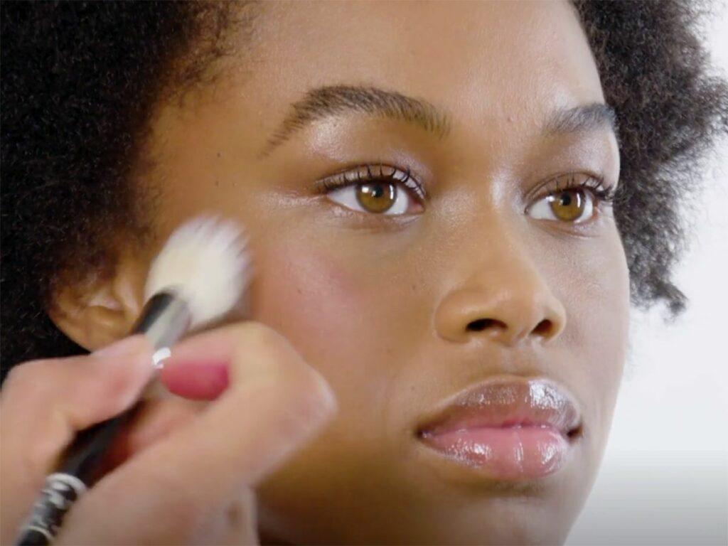 رژگونه چیست و اهمیت آن در آرایش چیست؟