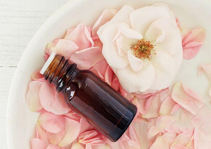 عطر درمانی یا آروماتراپی(رایحه درمانی) و خواص درمانی آن