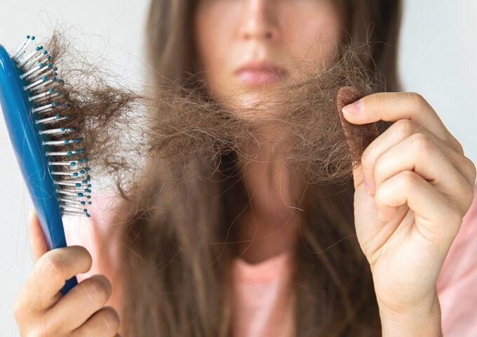 ریزش مو هورمونی چیست چه عواملی سبب آن می شود و راه درمان آن چیست؟