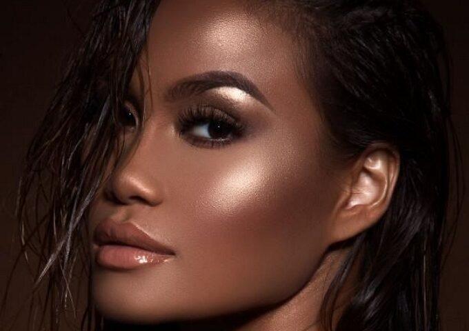 هایلایتر چیست چه کارایی در آرایش دارد و تفاوت آن با کانسیلر و کانتور چیست؟