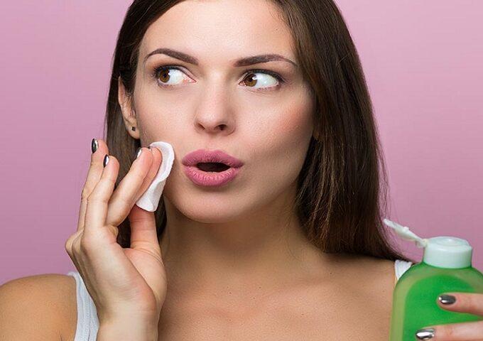 محلول پاک کننده آرایش یا میلاسر واتر چیست و چه فوایدی برای پوست دارد؟