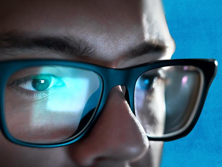 چگونه می توان از چشم در برابر آسیب احتمالی نور آبی محافظت کرد