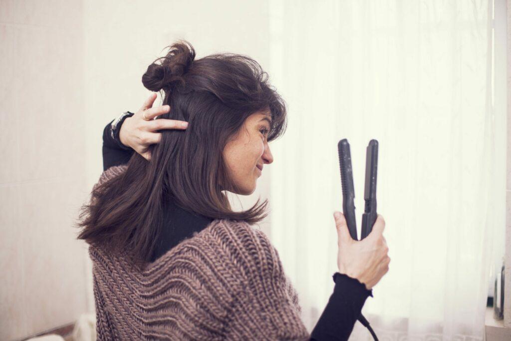 روش صحیح استفاده از اتوی مو
