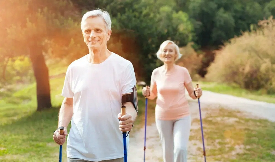 انواع عصاهای پیاده روی سالمندان