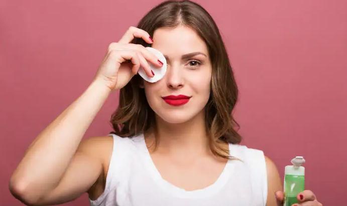 محلول پاک کننده آرایش چیست؟