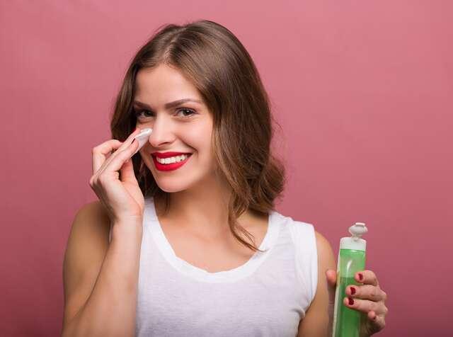 از محلول پاک کننده واتر برای چه نوع پوستی میتوان استفاده کرد؟
