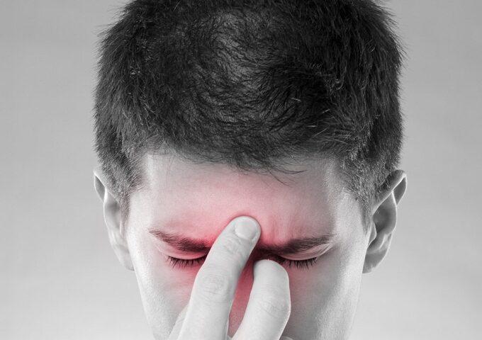 سینوزیت چیست چه علائمی دارد و راه رهایی از سردرد سینوزیتی چیست؟