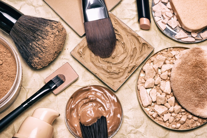 لوازم آرایشی از چه چیزی ساخته شده اند؟