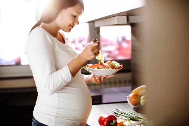 چه عواملی باعث دیابت بارداری میشوند؟