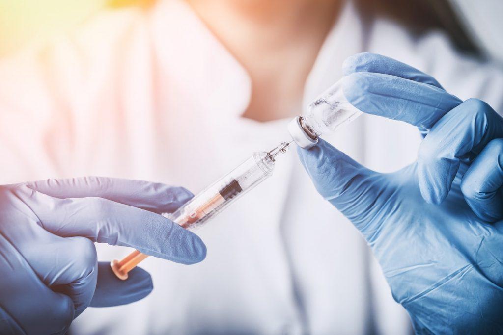 هنگام استفاده از سوماتروپین از مصرف چه داروهایی باید خودداری کنیم ؟